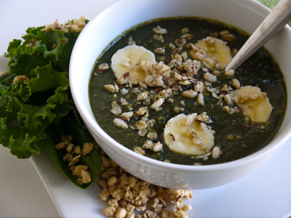 kale & spinach acai blend with hemp seed granola and banana
